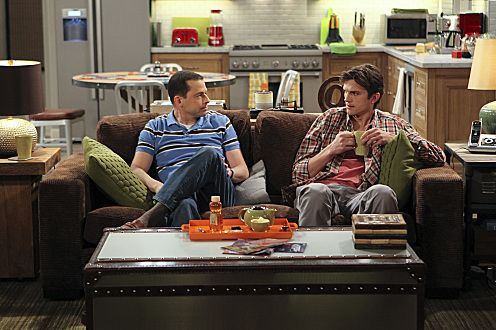 "Jon Cryer (i) y Ashton Kutcher en ""Two and a Half Men""."