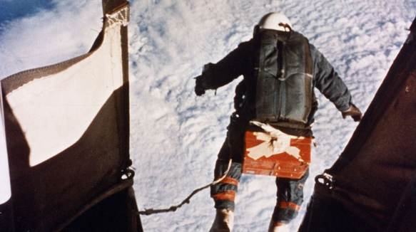 Joe Kittinger, en 1960 estableció varios de los récords superados por Baumgartner.