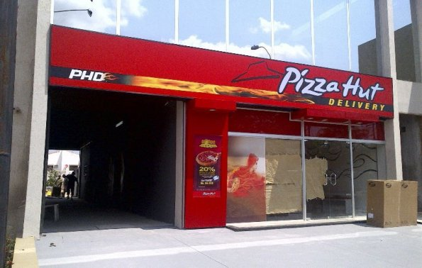 Festejos por 19 a os en el pa s edicion impresa abc color for Oficinas de pizza hut