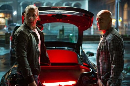 "Jai Courtney y Bruce Willis en la nueva ""Duro de Matar"""