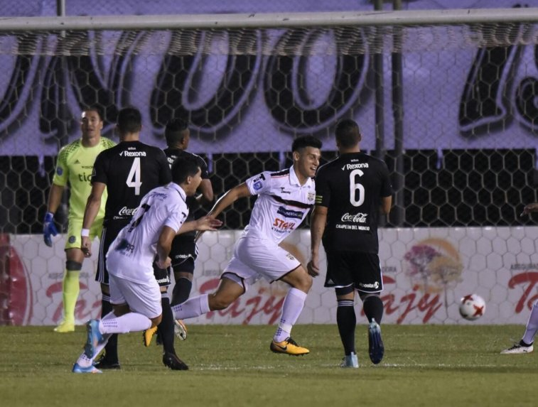 Olimpia cae ante General y complica sus chances