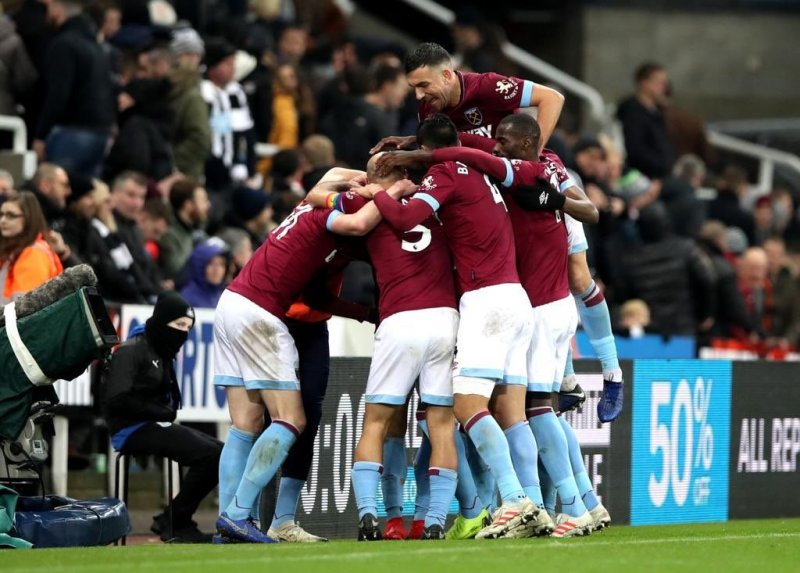 Con doblete de ''Chicharito'', West Ham vence al Newcastle