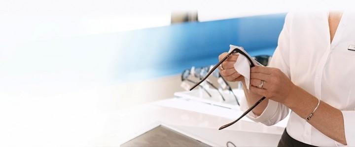 df062b7d3792e A saúde dos seus olhos está intimamente ligada à maneira como você cuida  dos óculos. Não importa se são de grau, solares ou de proteção, a  preservação e ...