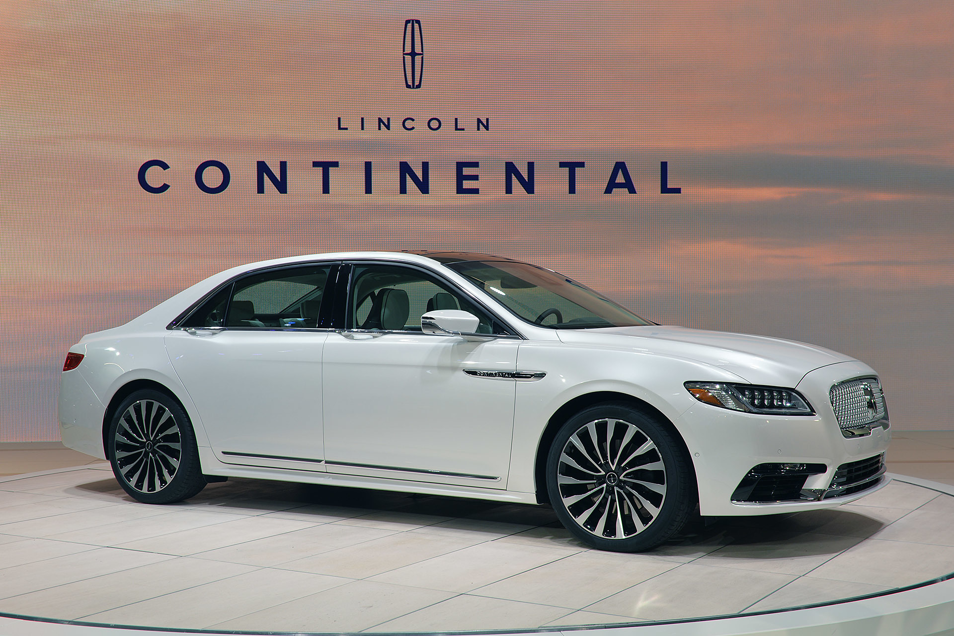01-2017-lincoln-continental-detroit-1