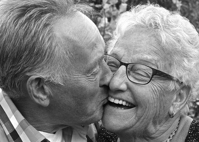 stock-photo-people-couple-love-romance-gold-family-man-woman-romantic-7a3a71e1-14b1-411c-94e1-bfb48ef8b04b