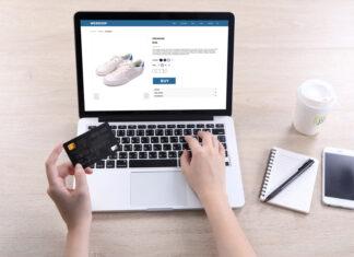 pessoa comprando na internet