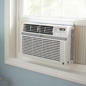 Ar condicionado branco na janela