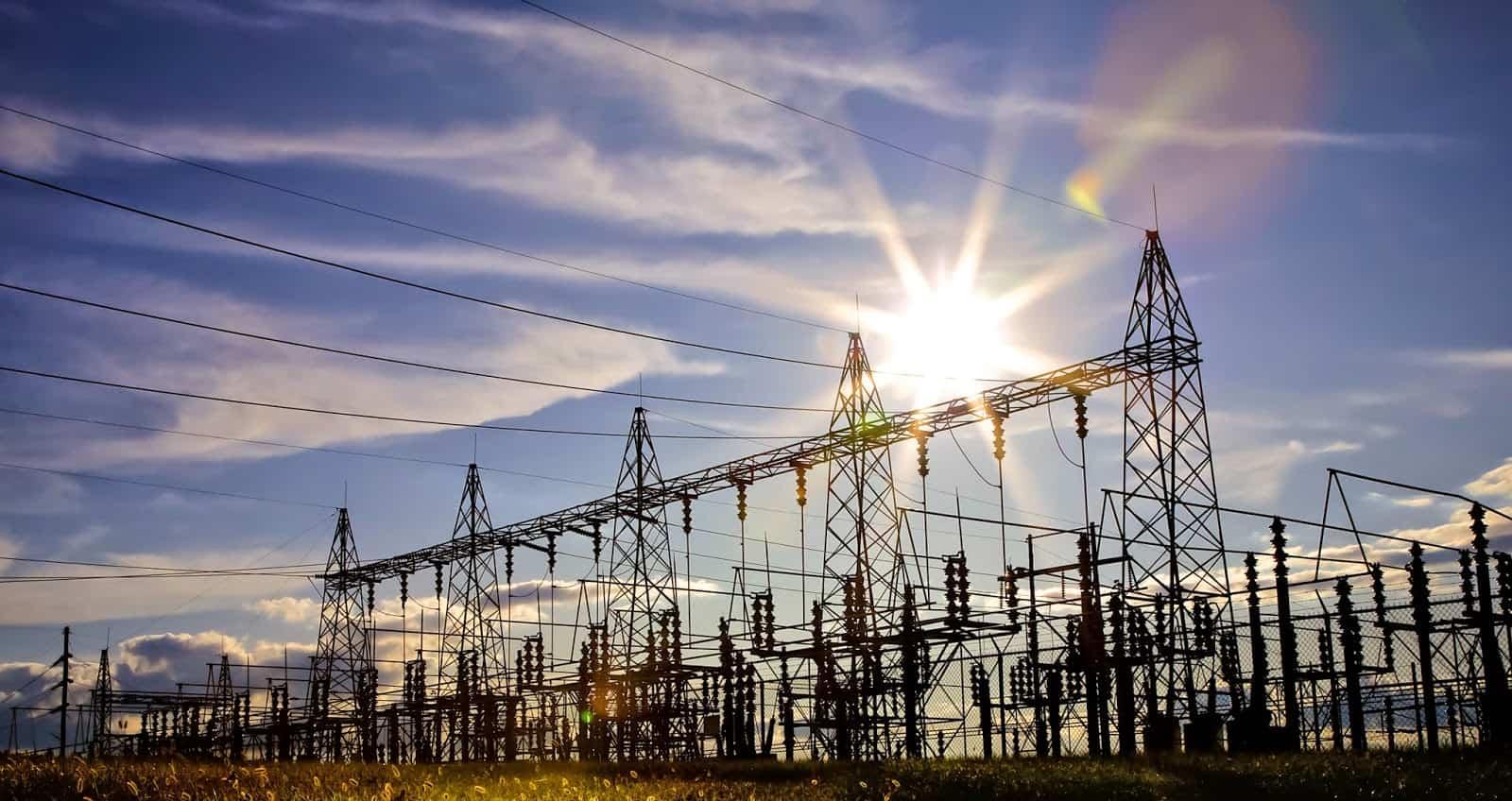 rede de transmissão com transformadores elétricos