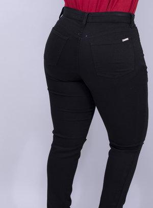 Calça em Jeans com Elastano Skinny Destroyed