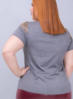 T-shirt em Malha Strappy com Aplicações de Pedrarias