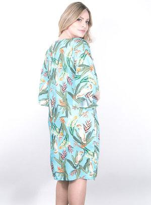 Vestido Amplo em Viscose com Estampa de Flores e Pássaros