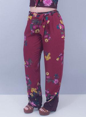 Calça Reta em Viscose Elástico no Cós Floral Bordô