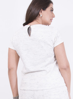 Conjunto de Short e Blusa em Moletinho com Detalhe em Tiras