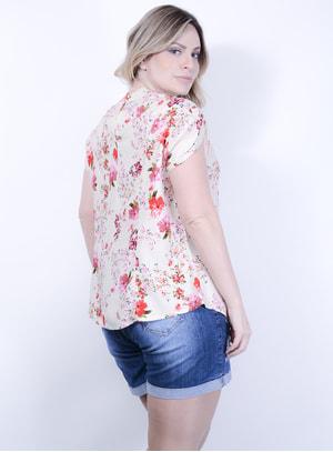Blusa em Viscose Meia Manga com Recorte no Decote e Estampa Floral
