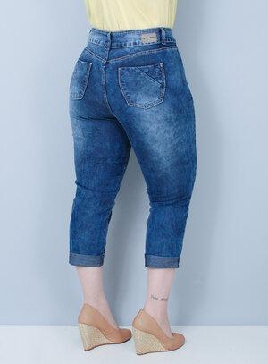 Calça Capri em Jeans com Elastano Barra Dobrada
