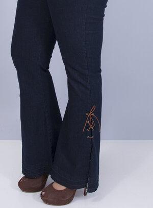 Calça em Jeans com Elastano Flare com Detalhes de Amarração na Barra