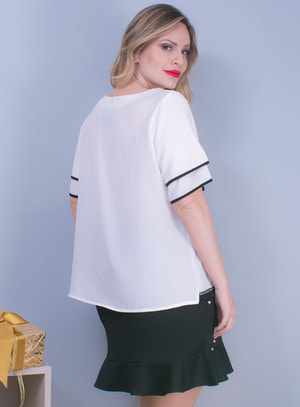 Blusa em Viscose com Aplicação de Renda na Barra e Amarração Off White