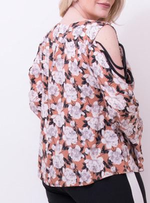 Blusa em Viscose Strappy com Recortes e Manga Flare Floral