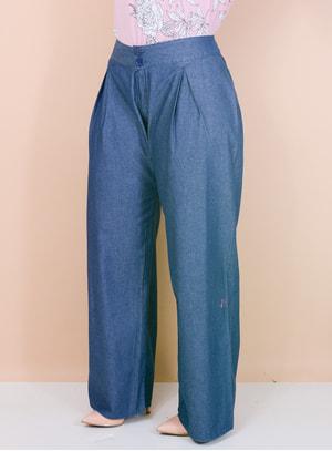 Calça Jeans Pantalona com Botões e Pences