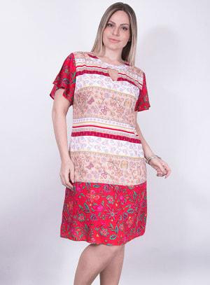Vestido em Viscose com Recorte no Decote e Estampa Floral
