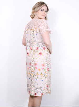 Vestido em Viscose com Estampa Floral e Aplicação de Renda no Decote