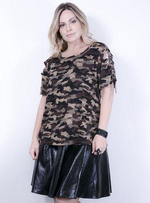 T-shirt em Malha Destroyed com Estampa Camuflada e Aplicação de correntes Marrom
