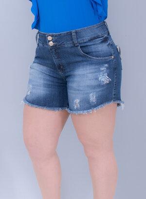 Short em Jeans Destroyed e Barra Desfiada