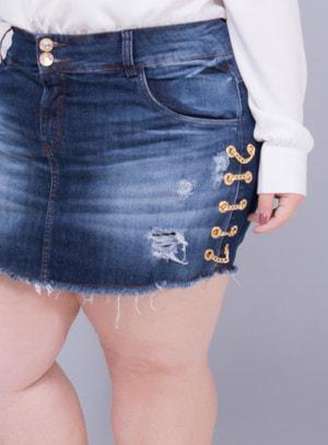 Short Saia em Jeans Destroyed com Correntes nas Laterais