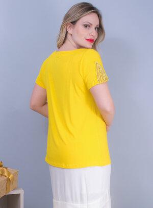 Blusa em Malha com Decote Canoa e Bordado de Pedraria Amarela