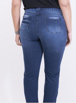 Calça em Jeans com Elastano Skinny com Barra Desfiada