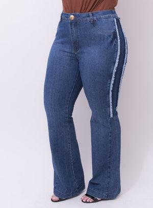 Calça em Jeans com Elastano Flare com Destroyed e Desfiado Lateral