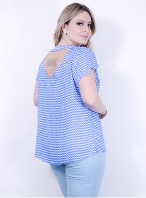 Blusa em Viscose com Estampa de Corações e Decote nas Costas Azul