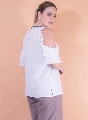 Blusa em Crepe com Recorte nos Ombros e Bordado de Pedraria Branco