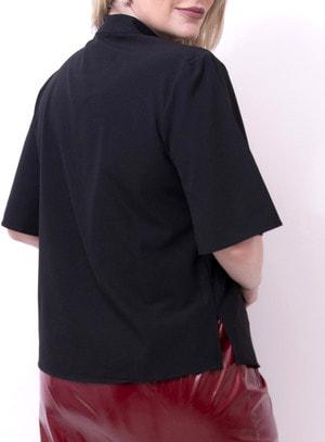 Blusa em Crepe com Elastano com Choker e Mangas Curtas