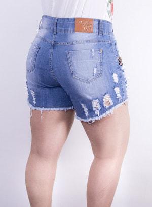 Short em Jeans Destroyed com Aplicação de Broche de Abelha