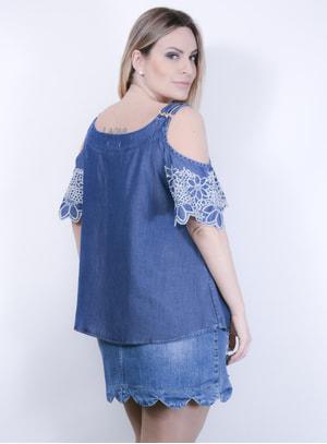 Bata em Jeans com Detalhes Bordados e Recorte nos Ombros