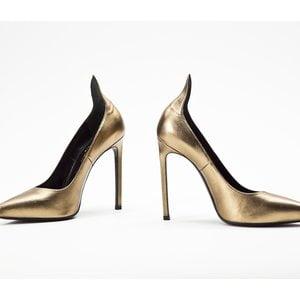 Sapato YSL de couro dourado