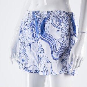 Short Pucci estampado azul e branco