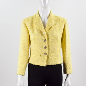 Jaqueta Chanel em tweed amarela