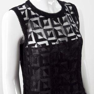 Top Chanel de renda preto bordado na barra na cor