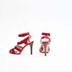 Sandália Manolo Blahnik em couro vermelha