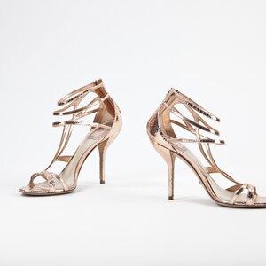 Sandalia Dior de phyton dourada