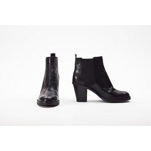 Bota Curta DKNY em couro preta
