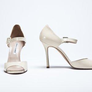 Sapato Manolo Blahnik em verniz bege claro