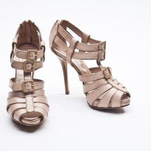 Sandalia Dior em couro nude