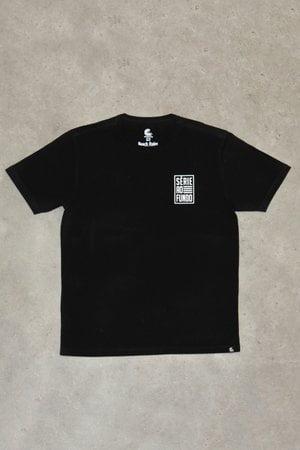 T-shirt Série ao Fundo Preta