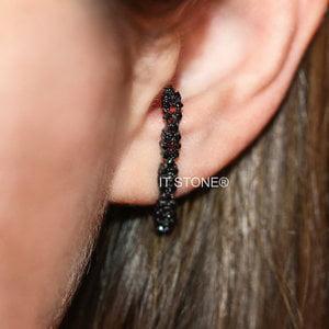 Ear Hook Cravejado Negro