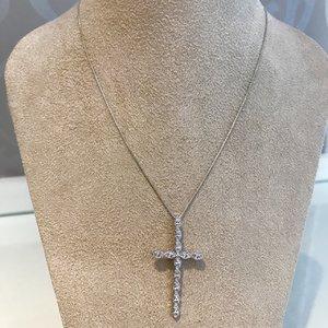 Colar Gargantilha Crucifixo Cravejado Com Zircônias Banhado a Ródio
