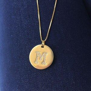 Colar Medalha Inicial Longo Ouro