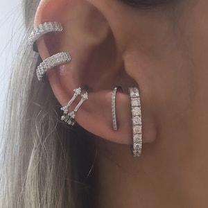 Brinco Ear Hook Cravejado Prata
